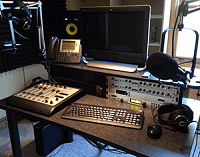 K-HOWL studio: Axia DESQ console, QOR.16 mixing engine, Telos Hx1 hybrid and Z/IP ONE IP codec.