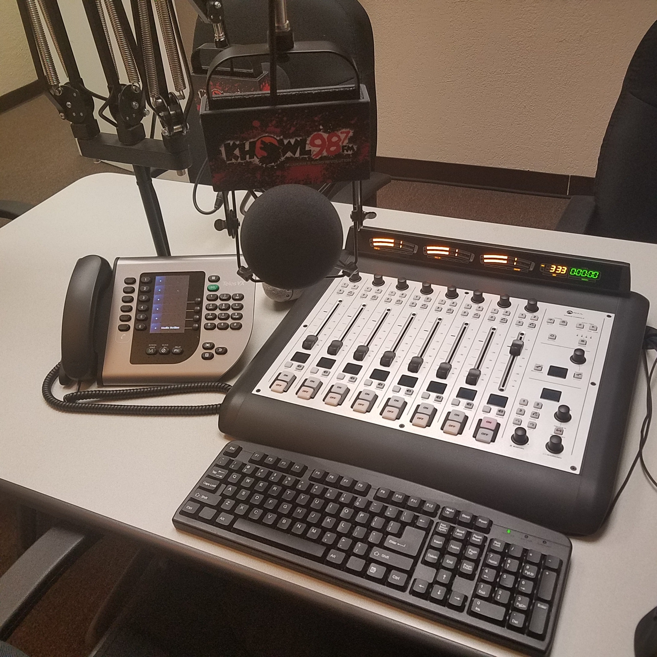 Axia Radius console and Telos VX phone in the KHOWL studio